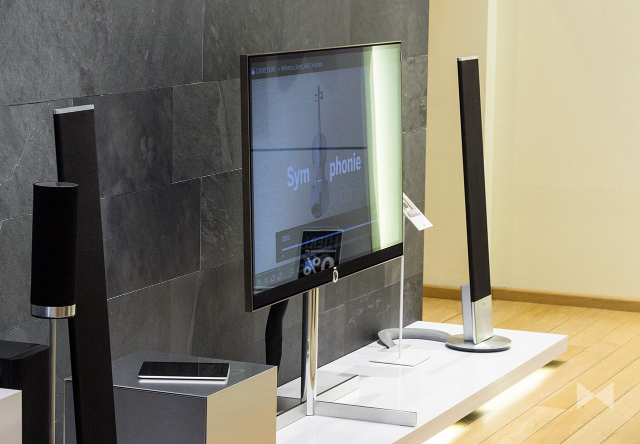 loewe reference 2015 ultra hd smart tv mit soundbar. Black Bedroom Furniture Sets. Home Design Ideas